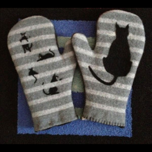sheila-connor-mittens-slinky-3